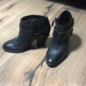 Dolce Vita Harlene black ankle boot booties